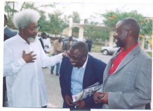 Chido with Nobel Laureate, Wole Soyinka and Dapo Olorunyomi
